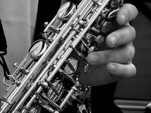 Saxofón alto barato para principiantes