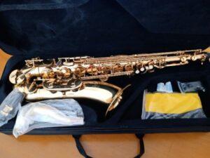 Saxo tenor comenzar a tocar